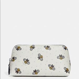 ✨BNWT Coach Cosmetic Case 17 With Bee Print ✨🐝